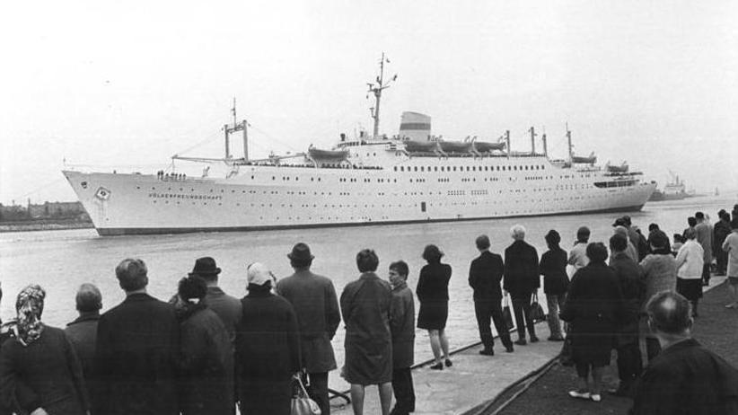 """MS Völkerfreundschaft"": Ausreise im Luxusboot"
