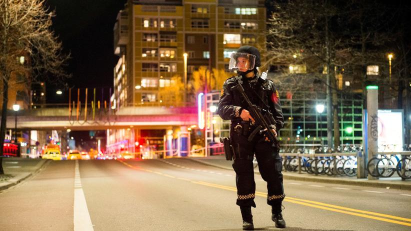 Eine Polizistin im Stadtzentrum von Oslo