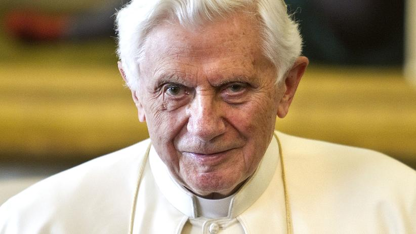 Papst Benedikt: Papst Benedikt XIV. im Januar 2012 im Vatikan