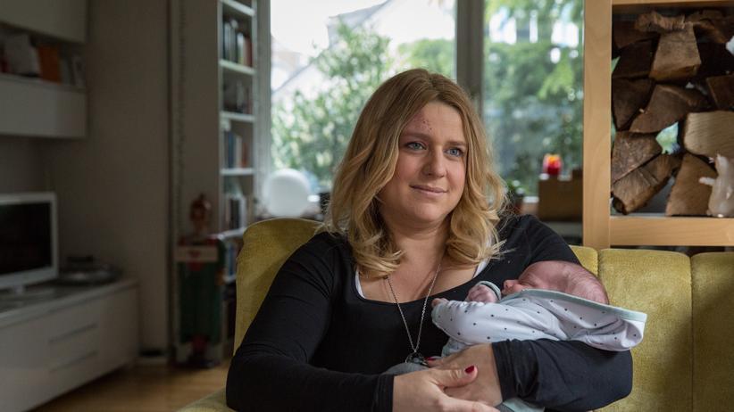 Geburtsstation Menden: Konnte nicht mehr in Menden entbinden: Mirjam Ferreira-Baptista mit ihrem Sohn