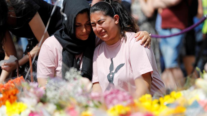 Manchester: Trauernde an einem Gedenkplatz in Manchester nach dem Attentat