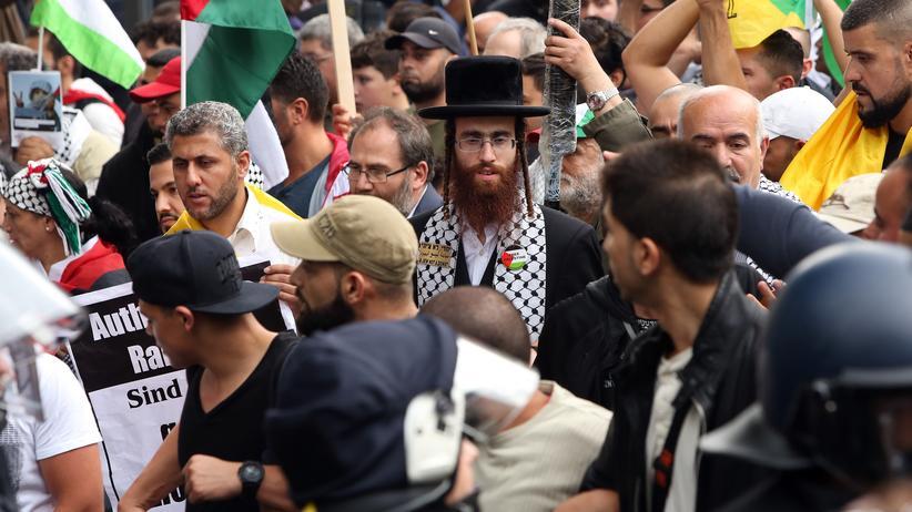 Antisemitismus: Ein orthodoxer Jude auf dem israelfeindlichen Al-Kuds-Tag in Berlin