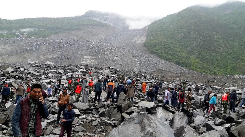 China: Erdrutsch begräbt ein Dorf
