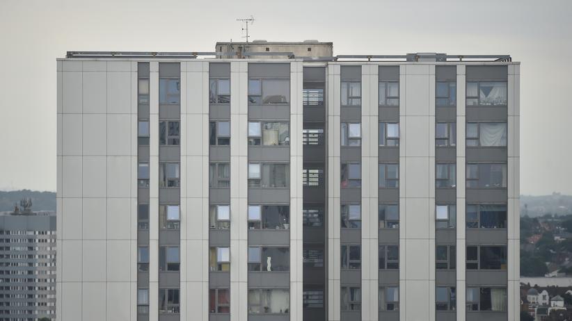 London: Behörden lassen fünf Hochhäuser evakuieren