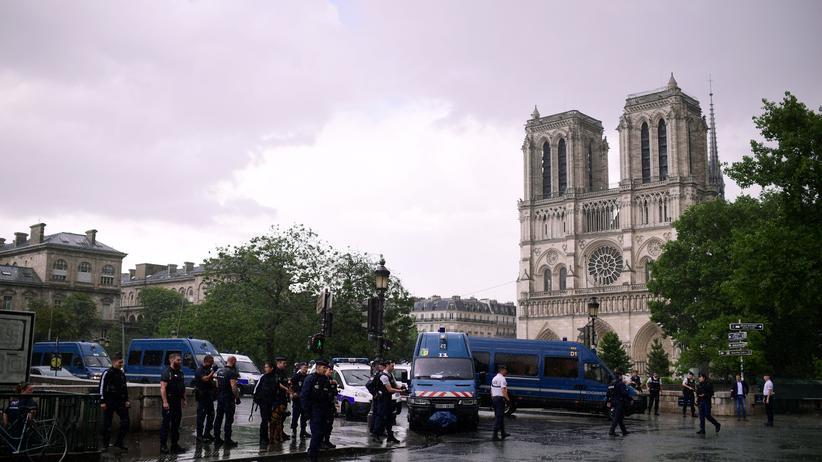 Frankreich: Chefermittler stuft Attacke vor Notre-Dame als Terroranschlag ein