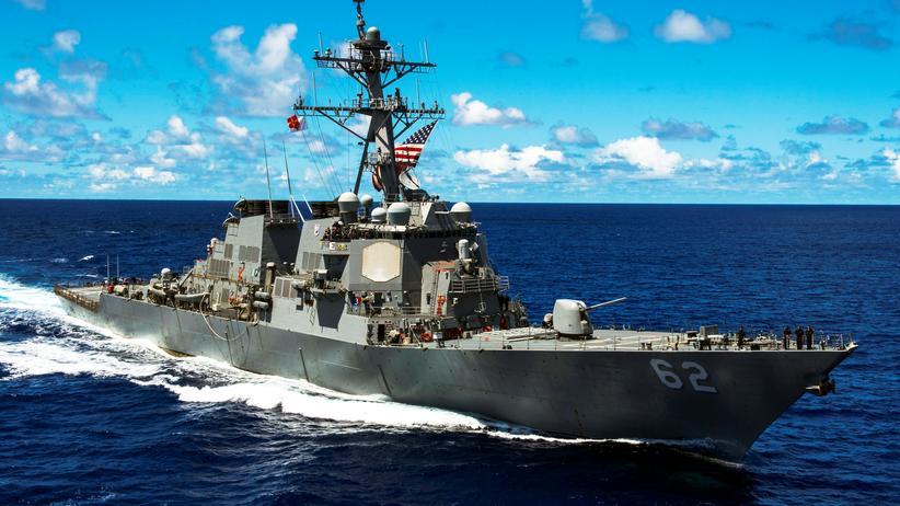 Japan: US-Zerstörer kollidiert mit Handelsschiff