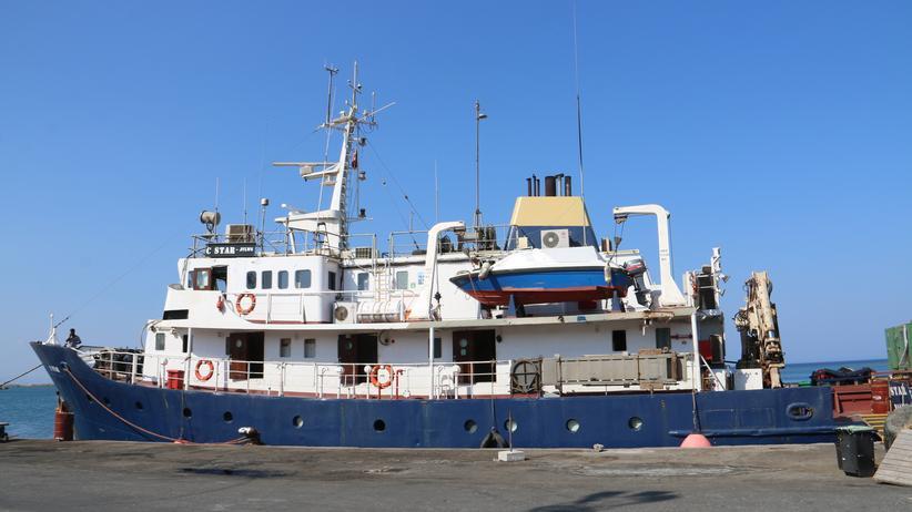 Flüchtlinge: Das Kampagnenschiff der Identitären liegt im Hafen von Famagusta.