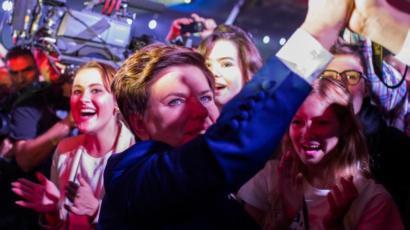 Rechtspopulismus: Die PiS-Kandidatin Beata Szydlo nach ihrem Wahlsieg am 22. Oktober 2015 in Warschau