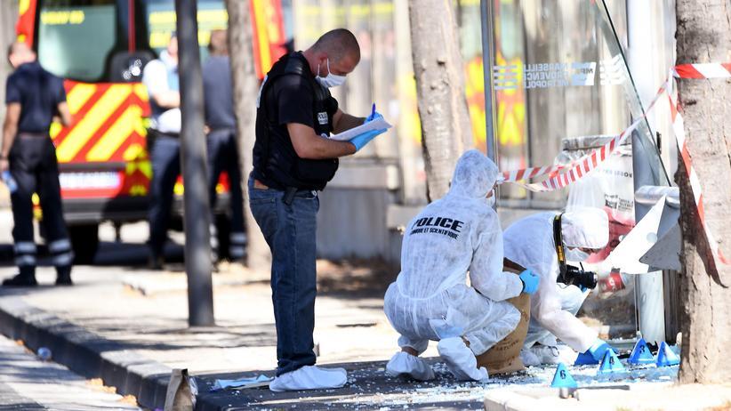 Frankreich: Mann fährt in Bushaltestellen und tötet einen Menschen