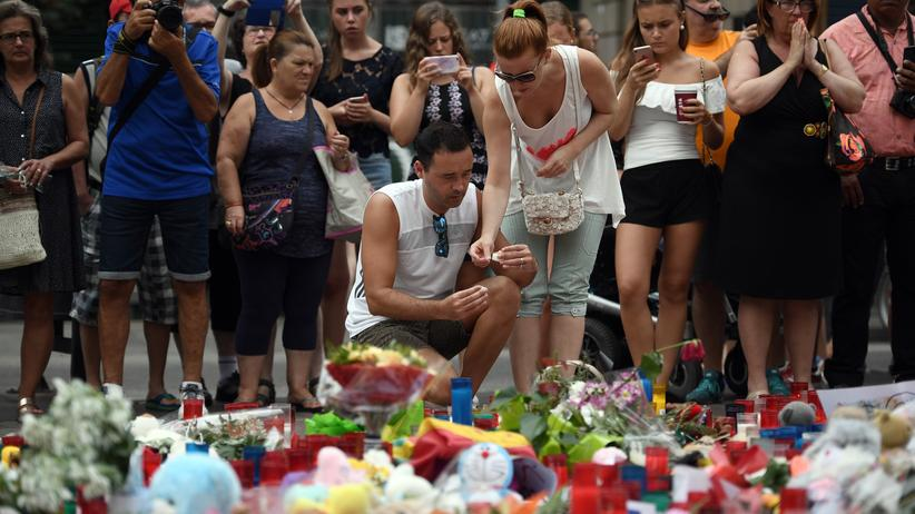 Terror in Spanien: Trauernde am Ort des Anschlages in Barcelona