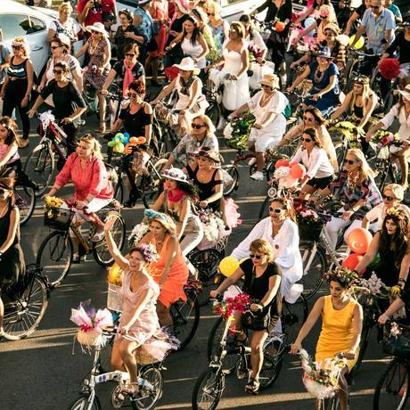 Fancy Women Bike Ride: Fahrrad gleich Freiheit