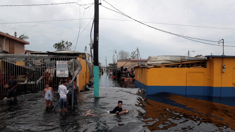 Überflutetes Wohngebiet in Puerto Rico