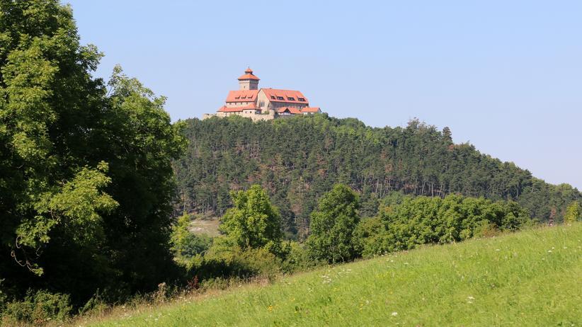 Thüringen: Blick auf die Wachsenburg: Innen drin ist Platz auf 2.470 Quadratmetern.