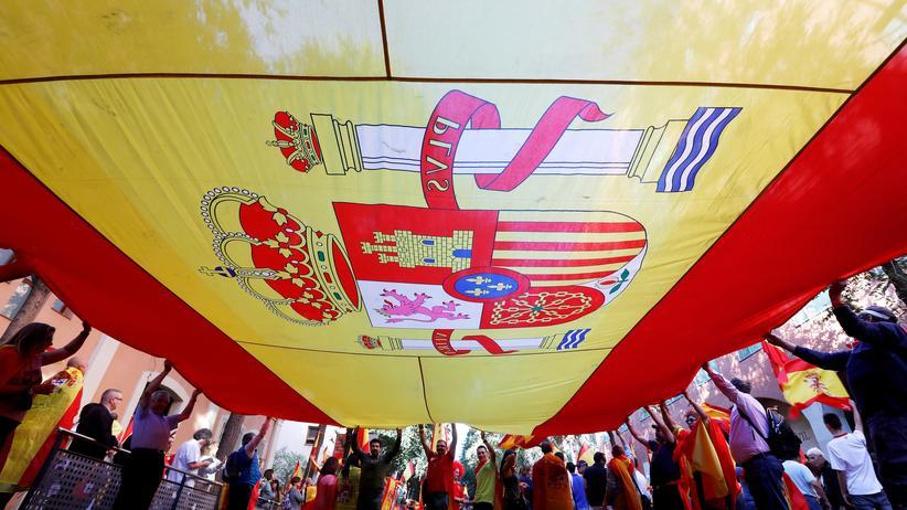 """Barcelona: Die Organisation Katalanische Zivilgesellschaft hatte unter dem Motto """"Es reicht! Lasst uns zur Vernunft zurückkehren"""" zur Kundgebung aufgerufen."""