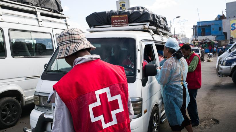 Madagaskar: Mitarbeiter des Roten Kreuz an einem Kontrollpunkt in Madagaskar