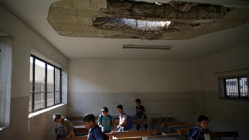 Vereinte Nationen: Schüler in einem beschädigtem Klassenraum in Damaskus, Syrien