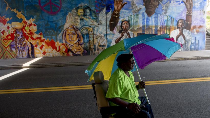 Antirassismus: Nach den rassistischen Angriffen in Charlottesville im US-Bundesstaat Virginia sind im ganzen Land zahlreiche Menschen aus Solidarität mit den Opfern auf die Straße gegangen.