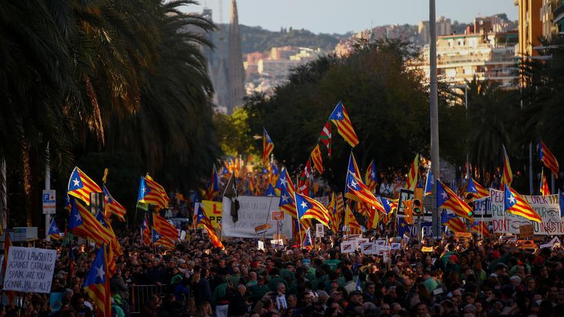 Barcelona: Hunderttausende fordern Freilassung katalanischer Politiker
