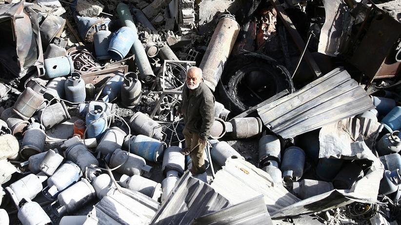 Bürgerkrieg in Syrien: Beschädigte Gebäude nach einem Luftangriff in Mesraba, im syrischen Ostghuta