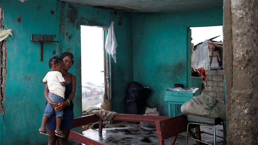Oxfam: Stürme treffen Menschen in armen Ländern stärker