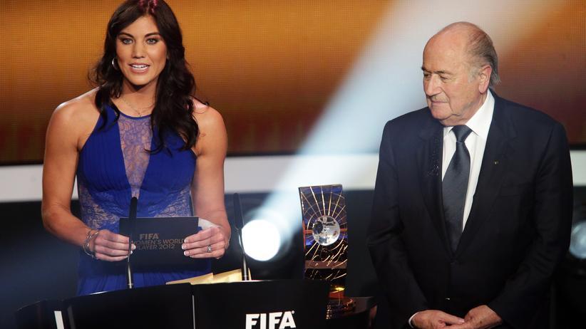 Sexuelle Belästigung: 2013 bei einer Preisverleihung der Fifa. Hope Solo und Joseph Blatter