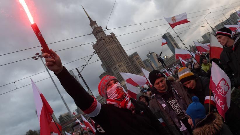 Teilnehmer des rechten Aufmarschs in Warschau