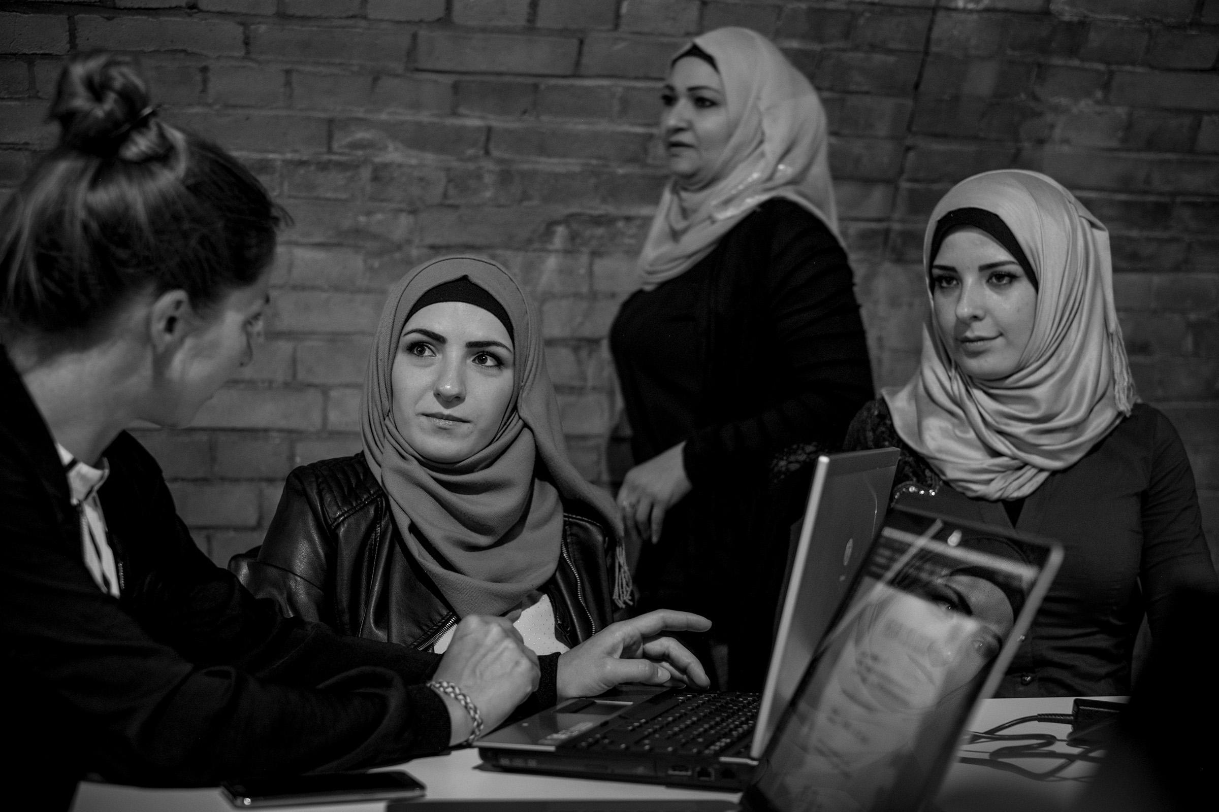 fluechtlinge-syrien-berlin-asyl-integration-frauen