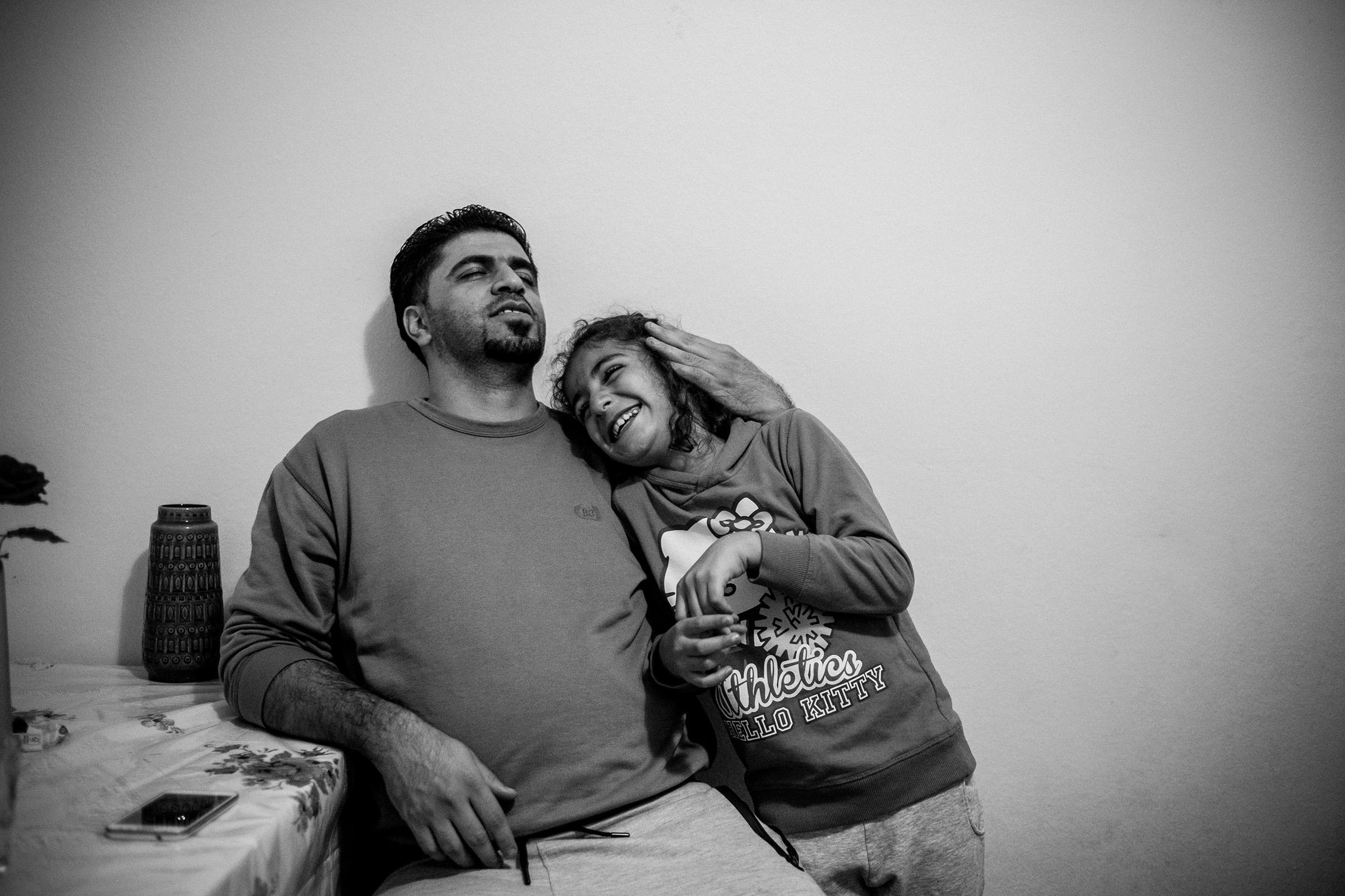 fluechtlinge-syrien-berlin-asyl-integration-lachen
