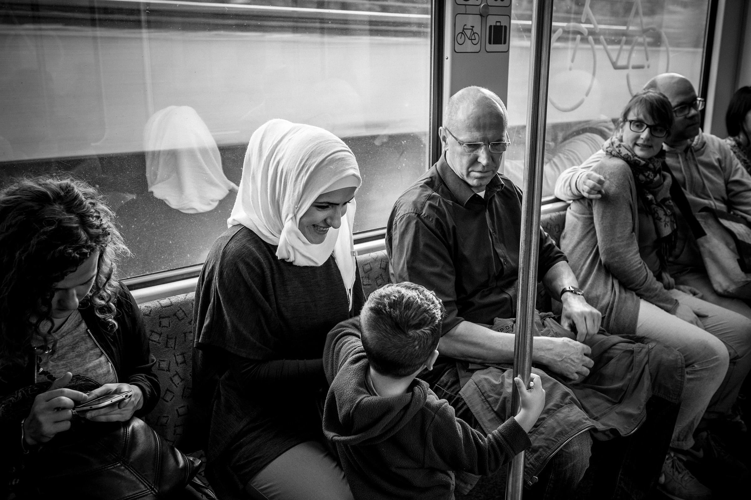fluechtlinge-syrien-berlin-asyl-integration-sbahn