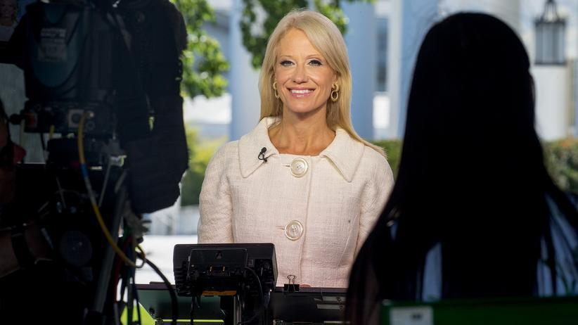 Sprache: Die Beraterin von Donald Trump, Kellyanne Conway, während eines Fernsehinterviews im vergangenen Juli