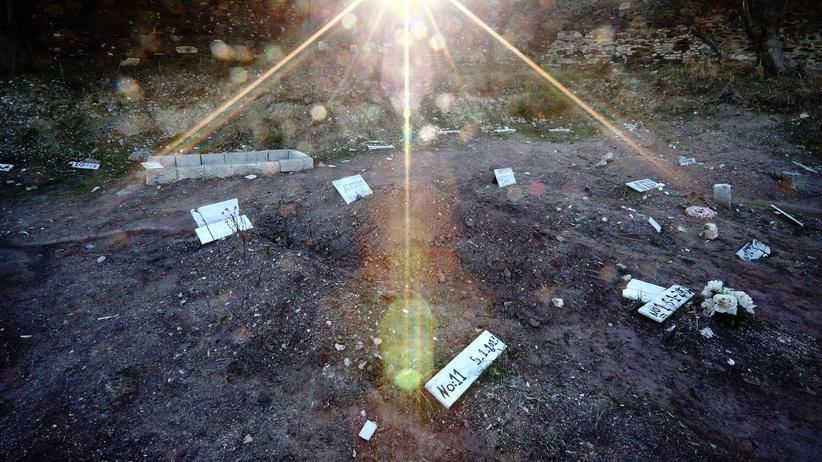 Lesbos: Wer nicht identifiziert werden kann, bekommt auf Lesbos nur einen Grabstein mit Nummer.