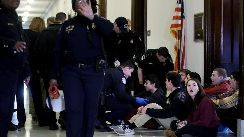 Amoklauf in Parkland: Schülerinnen und Schüler demonstrieren in Washington für schärfere Waffengesetze.