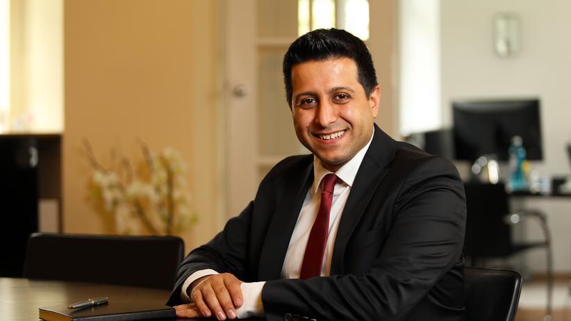 """Islam-Debatte: Als Bürgermeister besucht Halil Öztas auch Jubiläen, Diamanthochzeiten und achtzigste Geburtstage. """"Die Menschen wissen, dass ich immer für sie da bin"""", sagt Öztas."""