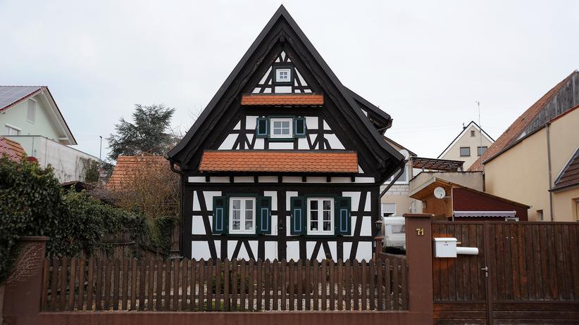Rheinland-Pfalz: Seit der Tötung eines 15-jährigen Mädchens wird die Kleinstadt Kandel zum Schauplatz von großen Demonstrationen. Auch viele Rechte kommen in den Ort.