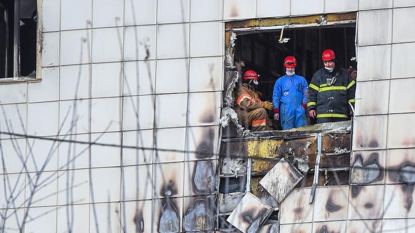 Kemerowo: Hunderte demonstrieren nach Brandkatastrophe in Sibirien