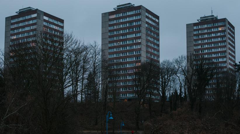 Oberbürgermeisterwahl Frankfurt (Oder): Blick auf drei Hochhäuser, Halbe Stadt