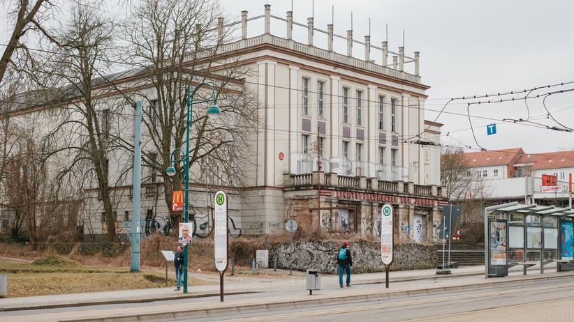 Oberbürgermeisterwahl Frankfurt (Oder): Das Lichtspieltheater der Jugend. Es ist seit 20 Jahren geschlossen, beide Bürgermeisterkandidaten möchten es wiedereröffnen.