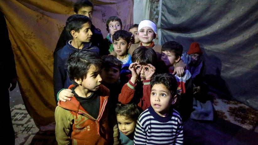 Unicef: Kinder in einem Luftschutzkeller in Ostghuta
