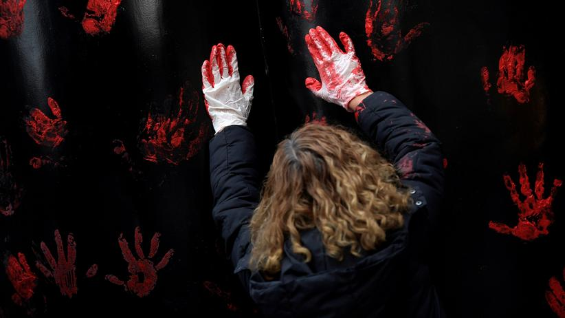 Pamplona: Braucht Spanien ein neues Gesetz gegen Vergewaltigung? Richter in Pamplona haben ein mildes Urteil gefällt und damit Proteste ausgelöst.