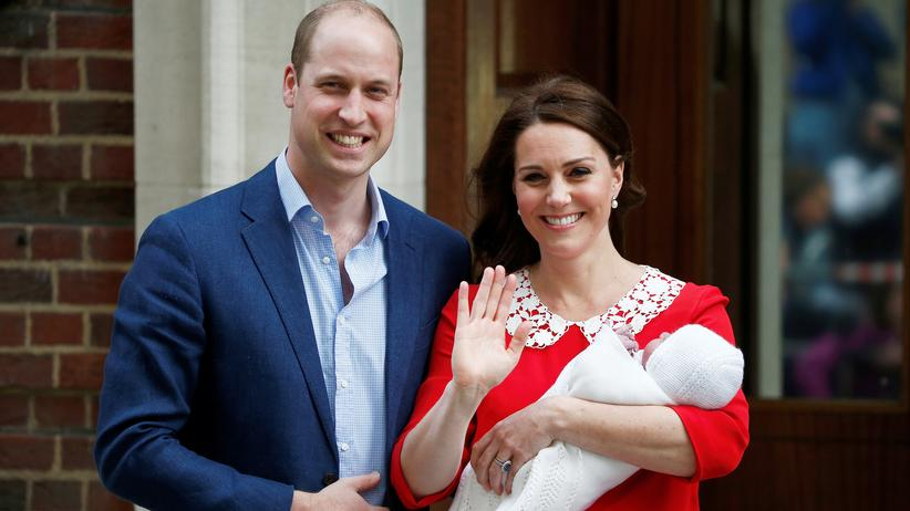 """St Mary's Hospital: Die Herzogin und der Prinz präsentieren das """"Royal Baby"""" am Tag seiner Geburt beim Verlassen des St. Mary's Hospital"""
