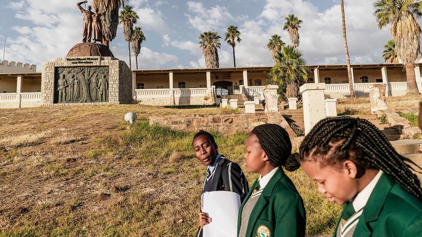Münster: Merkel sieht Verantwortung für Afrika wegen Kolonialismus