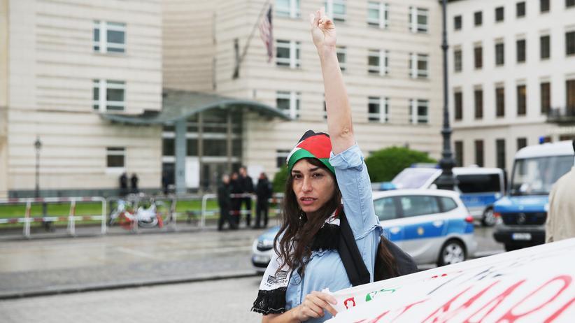 Palästinenserdemo in Berlin: Protest am Brandenburger Tor gegen die Eröffnung der US-Botschaft in Jerusalem