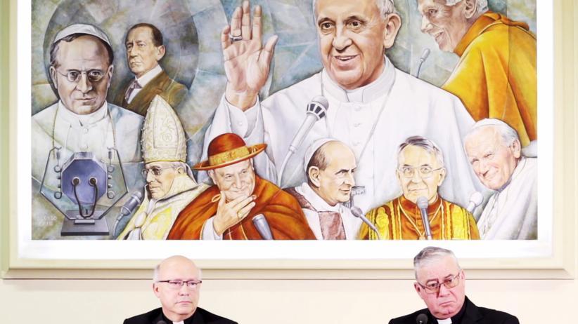 Missbrauch: Die Bischöfe Luis Fernando Ramos Pérez (l.) and Juan Ignacio González bei einer Pressekonferenz im Vatikan