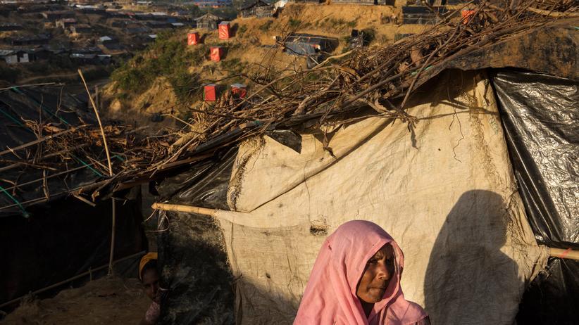 Global Peace Index: Eine Frau in einem Flüchtlingscamp in Cox's Bazar in Bangladesch. Mehr als eine halbe Million Rohingya sind seit August 2017 aus Myanmar geflohen.