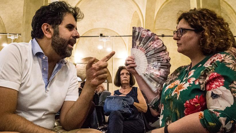 L'Italia si parla:  Enrico Verno und Anna Albanese während ihrer Diskussion in Bologna