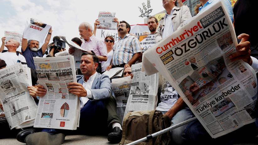 """Canan Coşkun: """"Cumhuriyet""""-Journalistin zu zwei Jahren Haft verurteilt"""
