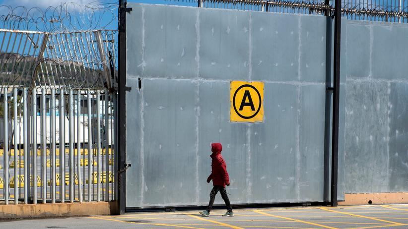 Ceuta: Hunderte Menschen überwinden Grenze zu spanischer Exklave