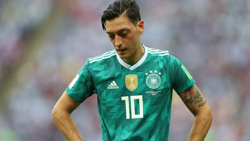 Fußballnationalspieler: Mehrheit sieht keinen Rassismus in Özil-Kritik