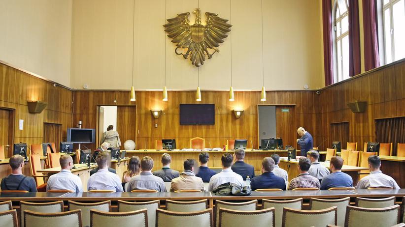Österreich: 17 Vertreterinnen und Vertreter der Identitären Bewegung Österreich wurden vom Landgericht Graz in den Hauptanklagepunkten freigesprochen.