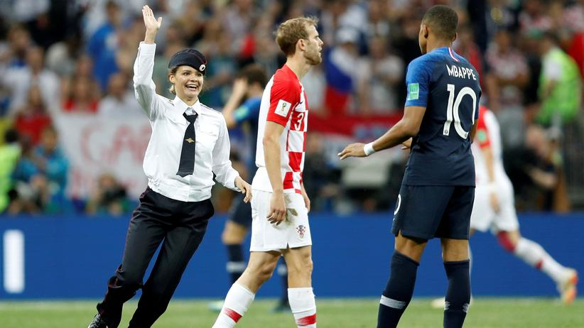 Russland: Pussy Riot stören WM-Finale mit Flitzeraktion